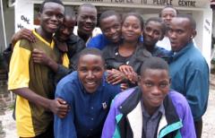 赞政府实施赋权项目 促青年发展