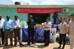 在赞中资企业向当地政府捐赠抗击霍乱疫情物资