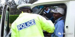 <strong>又遭赞比亚警察敲诈勒索?这名亚裔的处理方式很给力</strong>