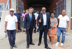 中国驻南非大使林松添赴自由州考察交流
