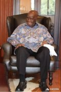 海格客车携手《非洲华侨周报》为赞开国总统祝寿