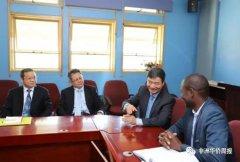 中国驻博茨瓦纳大使看望援博医疗队员