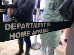 南非 || 移民官员被指